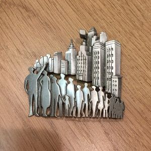 Jewelry - New York City skyline 🌃 pin / brooch